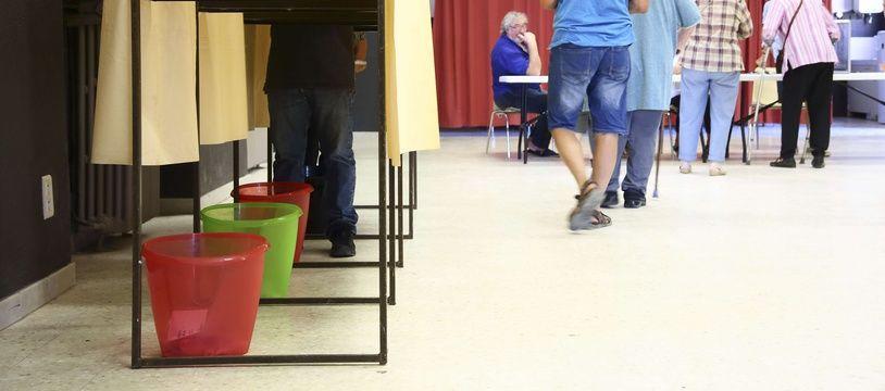 Illustration d'électeurs allant voter aux élections législatives de juin 2017