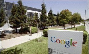 """Le géant mondial de l'internet, l'américain Google, ambitionne d'être une compagnie pesant """"100 milliards de dollars"""", a déclaré jeudi son PDG Eric Schmidt, lors d'un rendez-vous annuel avec la communauté financière."""