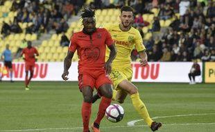 Le 25 septembre, Miazga face au Niçois Saint-Maximin... un des derniers matchs de l'Américain avec le FC Nantes.