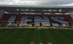 Le tifo des supporters lensois avant le match contre Reims