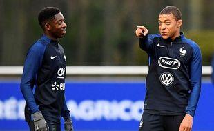Ousmane Dembélé et Kylian Mbappé à l'entraînement avec l'équipe de France, le 23 mars 2017 à Clairefontaine.