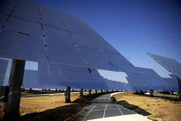 energie solaire en andalousie une centrale qui fonctionne m me la nuit. Black Bedroom Furniture Sets. Home Design Ideas
