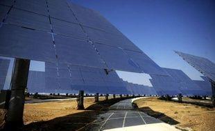 A la centrale solaire Gemasolar, pas question de déprimer quand le ciel se fait nuageux: grâce à une technologie unique au monde, l'énergie accumulée quand le soleil brille permet de produire encore de l'électricité la nuit ou les jours de pluie.