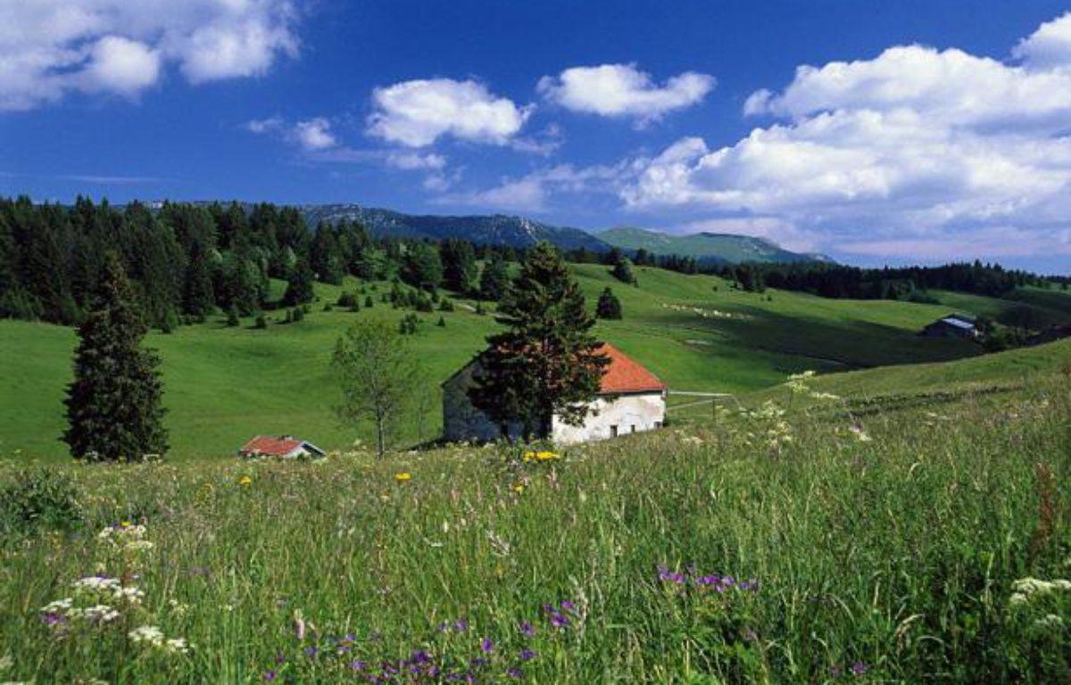 Paysage de montagne au printemps dans le Jura. – BAUDET JEAN-MARC/SIPA