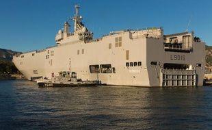 Un navire Mistral pris en photo à Toulon, le 16 octobre 2013