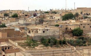 Les djihadistes de l'Etat Islamique sont en passe de perdre la ville de Tabqa en Syrie, une importante base de commandement sur la route de leur fief : Raqqa.