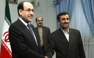 L'Irak aide son voisin iranien à contourner les sanctions internationales dont il fait l'objet, en faisant passer du pétrole en contrebande et en laissant Téhéran participer aux opérations d'échange de devises de sa banque centrale, rapporte dimanche le New York Times.