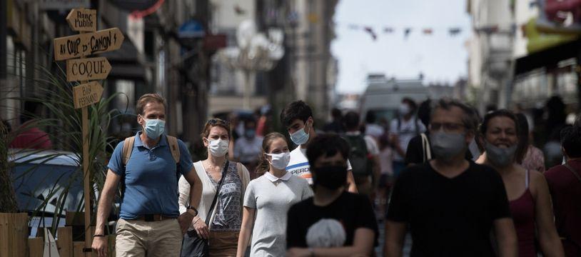 Le masque est obligatoire dans les rues du centre-ville de Nantes.