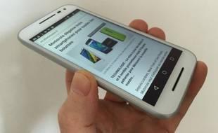 Vendu moins de 200 euros, le Moto G de Motorola possède un écran renforcé et est étanche.