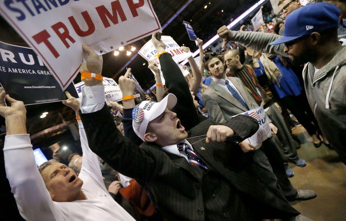 Face à face entre des pro et des anti-Trump à Fayetteville, en Caroline du Nord, le 10 mars 2016. – C.ARBOGAST/SIPA/AP