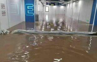 Station de métro submergée par les eaux de crue dans la ville de Zhengzhou (centre de la Chine), le 20 juillet 2021.