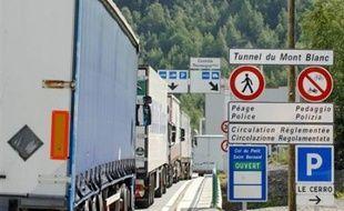 Le ressortissant indien qui conduisait une camionnette chargée de 30 passagers clandestins de nationalité indienne, âgés de 16 à 30 ans, découverts mercredi à Chamonix, sera présenté à un juge d'instruction vendredi après-midi, a indiqué le parquet de Bonneville.