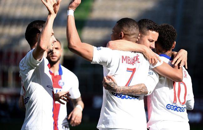 Le PSG fête l'ouverture du score de Mbappé, encore impressionnant ce samedi à Metz.
