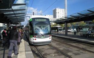 A Nantes le 04 novembre 2014- L'arret de tramway Mendes France Bellevue, sur la ligne 1