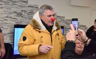 L'humoriste Jean Marie Bigard avec un nez de clown, à Paris le 13 décembre 2020
