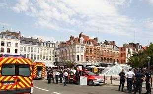 Lille, le 28 juin 2012. Pompiers devant la station de métro Rihour.