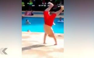 Il met le feu au club de vacances en dansant - Le Rewind (vidéo)