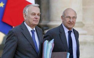 """Jean-Marc Ayrault a tenté un coup de poker face à la grogne anti-impôts en annonçant une """"remise à plat"""" du système fiscal, qui rappelle les promesses de réforme du candidat Hollande et acte le renvoi à plus tard de l'écotaxe."""