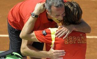 L'Espagne, tenante du titre, s'est qualifiée dimanche pour sa quatrième finale de Coupe Davis en cinq ans malgré l'absence de Rafael Nadal, le N.5 mondial David Ferrer apportant le point décisif (3-1) face aux Etats-Unis, en battant en quatre sets John Isner 6-7 (3/7), 6-3, 6-4, 6-2