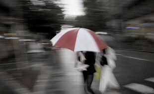 Sortez les parapluies, ou restez chez-vous. (illustration)