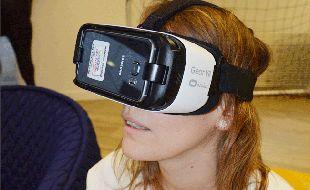 Grâce à un viseur et aux mouvements de la tête, l'utilisateur choisit sa destination.