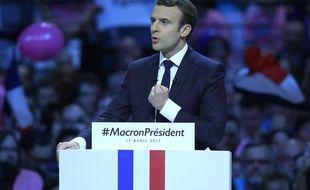 Emmanuel Macron en meeting à Bercy le lundi 17 avril 2017. Mardi 18 avril, il s'est déplacé à Rungis pour parler travail.