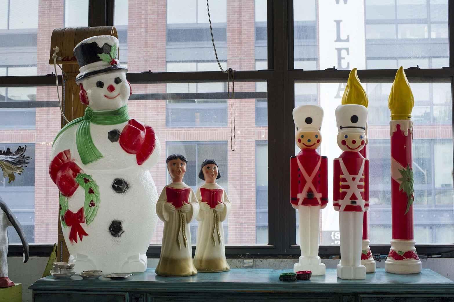 #6D1B22 Noël Au Boulot ça Se Passe Comment Dans Votre Entreprise? 5319 decorations de noel a vendre 1566x1040 px @ aertt.com