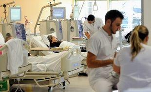 Des infirmiers dans un hôpital de Lens, le 20 septembre 2013