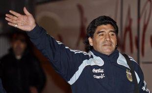 Diego Maradona arrive à l'aéroport de Marignane, le 08 février 2009.