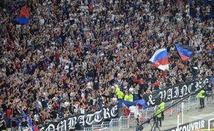 Le kop virage nord du Parc OL, dans lequel se trouvent les Bad Gones, dimanche lors du match entre Lyon et Marseille.