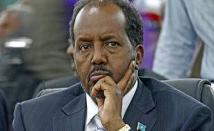 L'universitaire Hassan Cheikh Mohamoud, outsider âgé de 56 ans, a été élu lundi président de Somalie au 2e tour par les députés réunis à Mogadiscio, par 190 voix contre 79 au chef de l'Etat sortant, Sharif Cheikh Ahmed, a annoncé le président du Parlement Mohamed Osman Jawari.