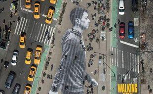 L'oeuvre de l'artiste JR est un collage d'une photo sur le sol du Flatiron Plaza à New York