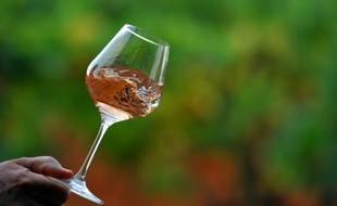 Moins intimidant qu'en rouge ou blanc, puissamment associé à la Provence, son berceau, le vin rosé a conquis l'Amérique