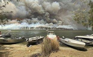 Le lac Conjola, en Nouvelle-Galles du sud (Australie) pendant les incendies.