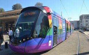 Le tramway de Montpellier aux couleurs du Rainbow flag