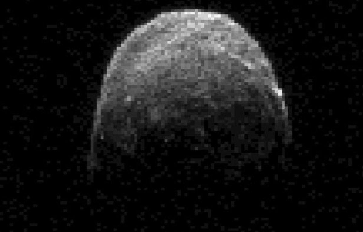 Image radar de l'astéroïde 2005 YU 55 qui va frôler la Terre dans le nuit du 8 au 9 novembre 2011. – NASA / REUTERS