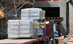 Amnesty International a attiré l'attention sur le cas de dizaines de travailleurs migrants laissés sans salaire depuis près d'un an par leur employeur au Qatar et qui ont du mal à se nourrir.