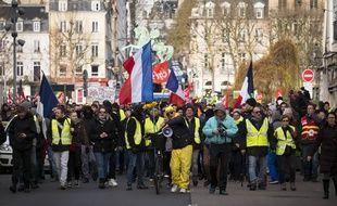 Des gilets jaunes défilent à Rouen, le 11 janvier 2020.