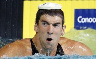 La minute Pierre Bellemare de Michael Phelps. Aujourd'hui, l'Américain est heureux de vous présenter le bonnet de bain qui fait aussi bonnet de nuit.