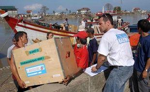 Action contre la faim aide la population de Banda Aceh, en Indonésie, après le tsunami, en janvier 2005.