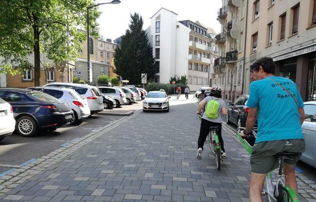 Encadrés par des éducateurs sportifs de la ville de Strasbourg, des cours de vélo sont donnés gratuitement.