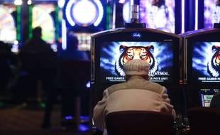 Une machine à sous dans un casino américain. Illustration