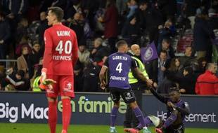 Les joueurs du TFC à terre, après la défaite contre Strasbourg au Stadium de Toulouse, le 5 février 2020.