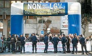 La manifestation des élus du Pays Basque contre la LGV n'a rien changé.
