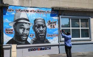 Un graffiti représentant Adama Traoré (à gauche) et George Floyd, sur un mur à Stains.