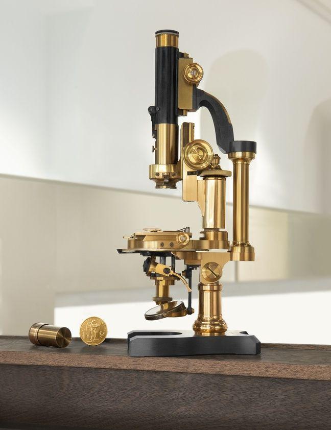 Un microscope situé dans le laboratoire de la Monnaie de Paris.