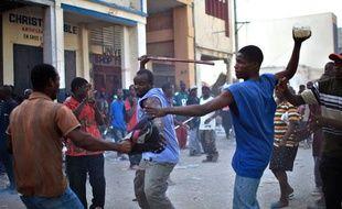 Emeutes à Port-au-Prince lors du pillage d'un supermarché, Haïti, le 18 janvier 2010.