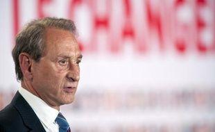 """Le maire PS de Paris Bertrand Delanoë a qualifié de """"choquant"""" lundi les deux arrêtés anti-mendicité que le préfet de police vient de prendre sur les secteurs des grands magasins (Caumartin-Haussmann) et du Louvre, après celui des Champs-Elysées."""