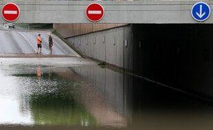 Certaines voies ont été fermées à cause des inondation, à Reims.