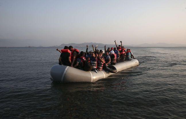 Une embarcation de migrants accoste sur l'île de Kos en Grèce, le 11 août 2015.